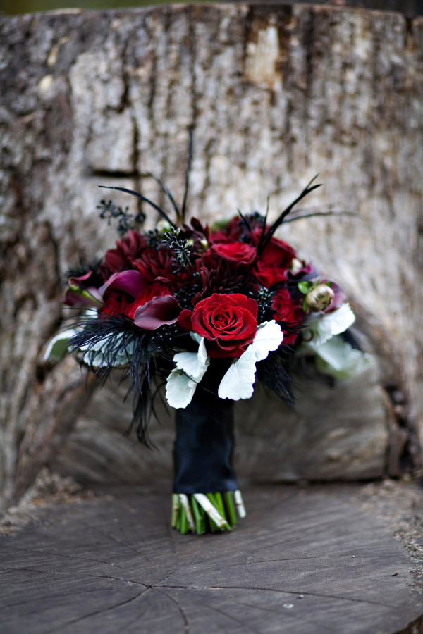 black feather bouquet by anastasia ehlers | photo by anne nunn