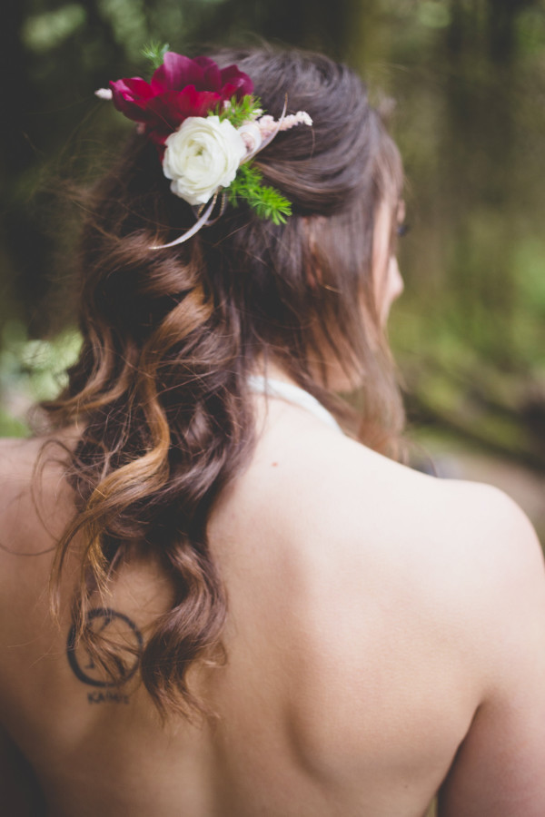 red and white ranunculus hair flowers by Anastasia Floral | photo by Cat Dossett