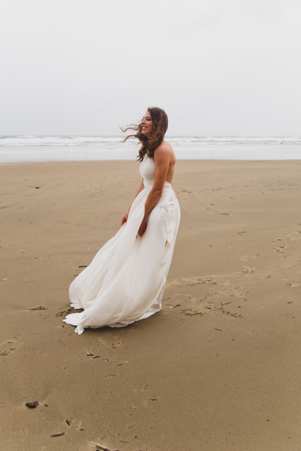 Oregon beach wedding inspiration | photo by Cat Dossett